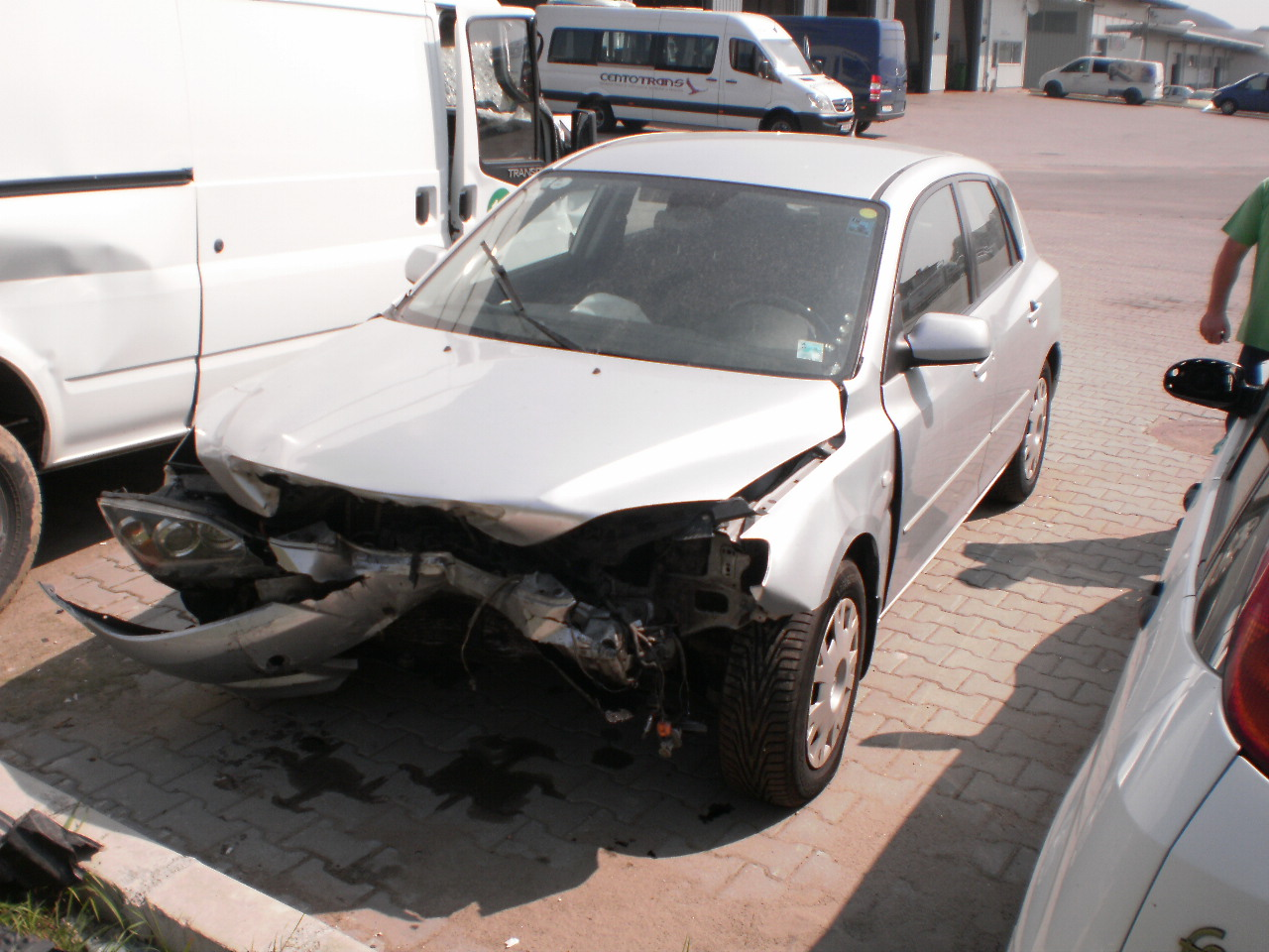 Mazda 3 avariat 2005 Benzina Hatchback - 12 Martie 2011 - Poza 1